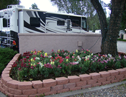 beautiful landscaping at J & H RV Park in Flagstaff AZ